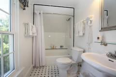 room-olallieberry-bathroom