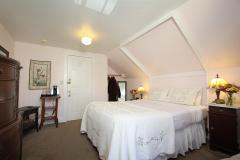room-olallieberry-bedroom