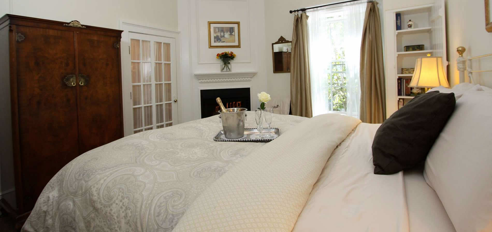 cambria bed and breakfast inn with romantic guest rooms with bed and fireplace