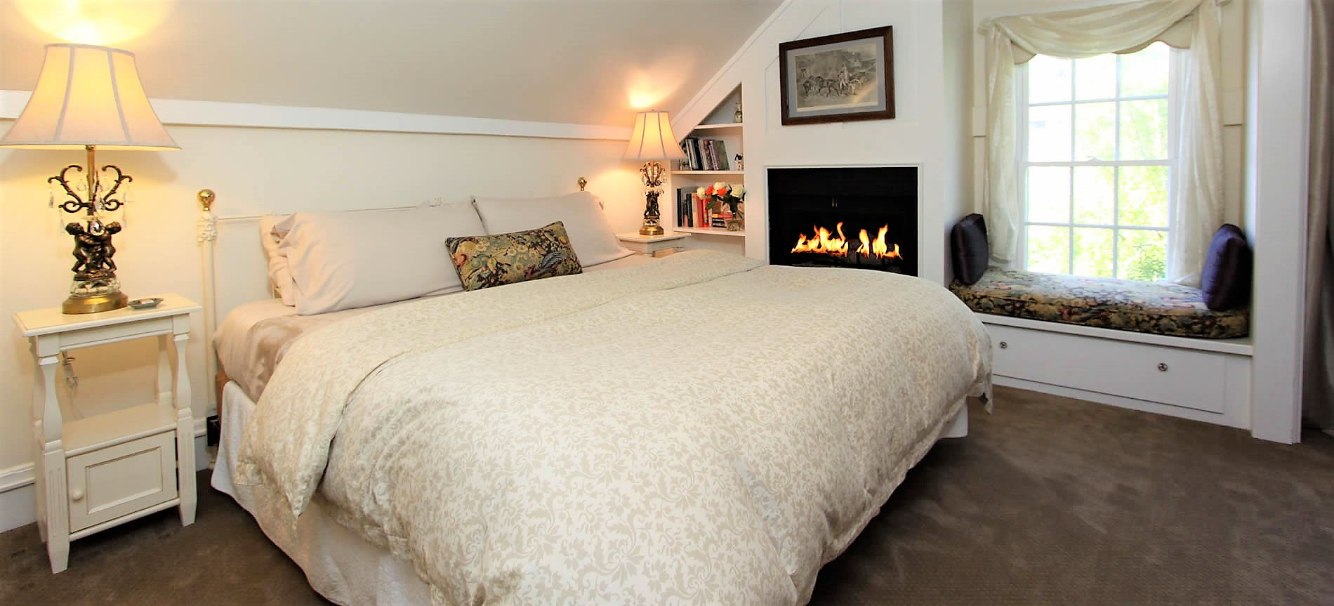 cambria bed and breakfast guestroom with bed and fireplace