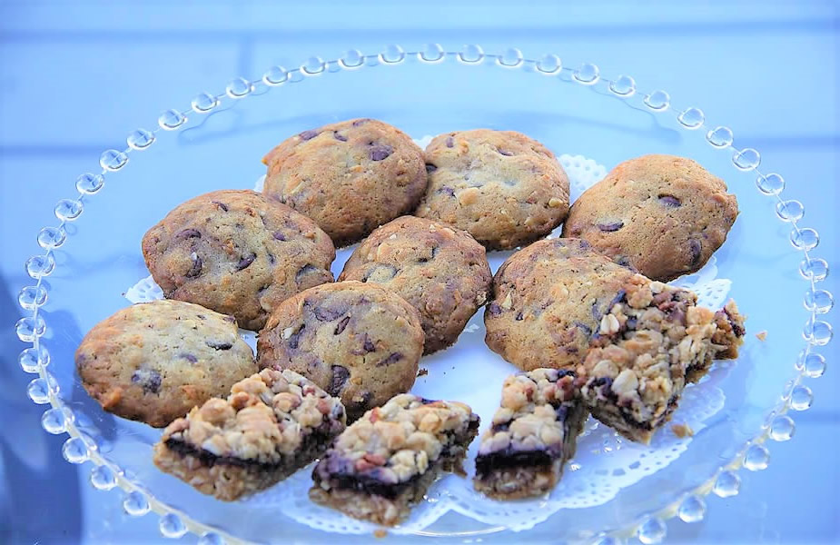 cambria bed and breakfast: breakfast olallieberry inn cookies