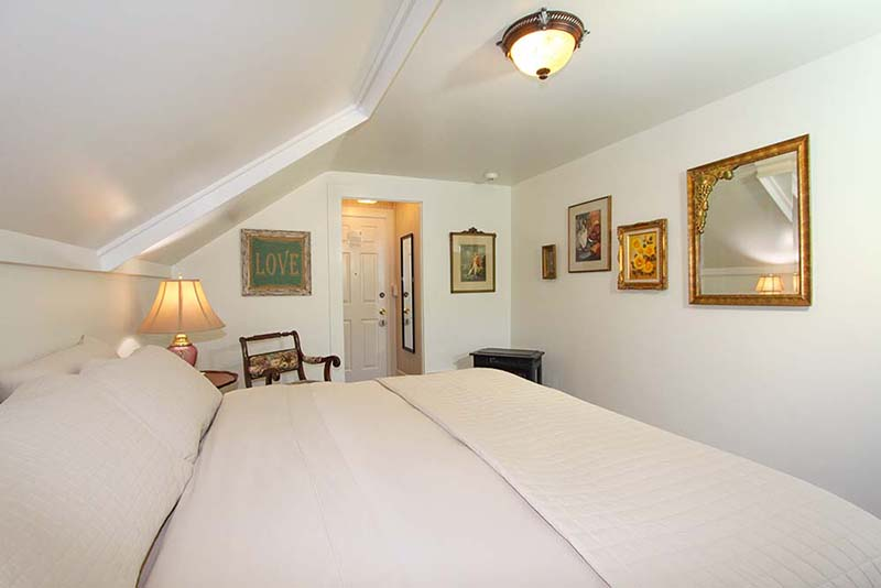 cambria bed and breakfast: comfy sheets